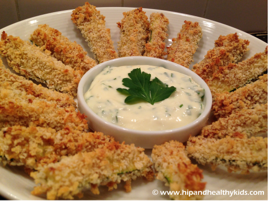 Crunchy Baked Zucchini Fries with Roasted Garlic Aioli from Hipandhealthykids.com